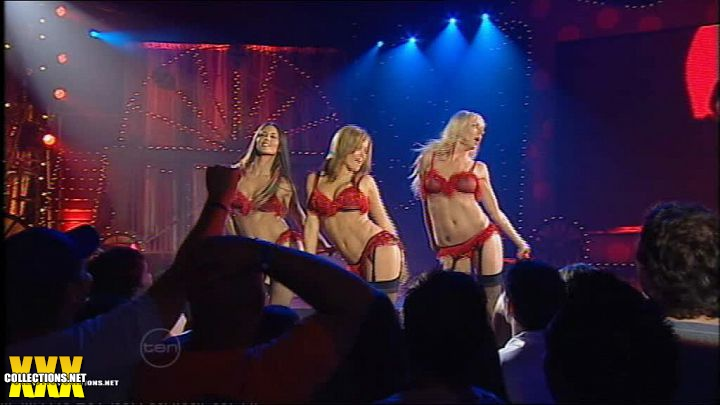 Carmen electra strip tease video