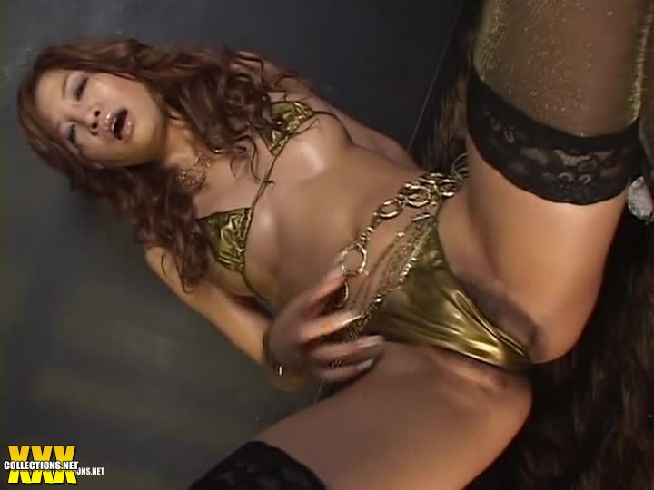 Gold bikini dance