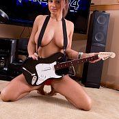 Nikki Sims Rockband 009