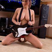 Nikki Sims Rockband 010