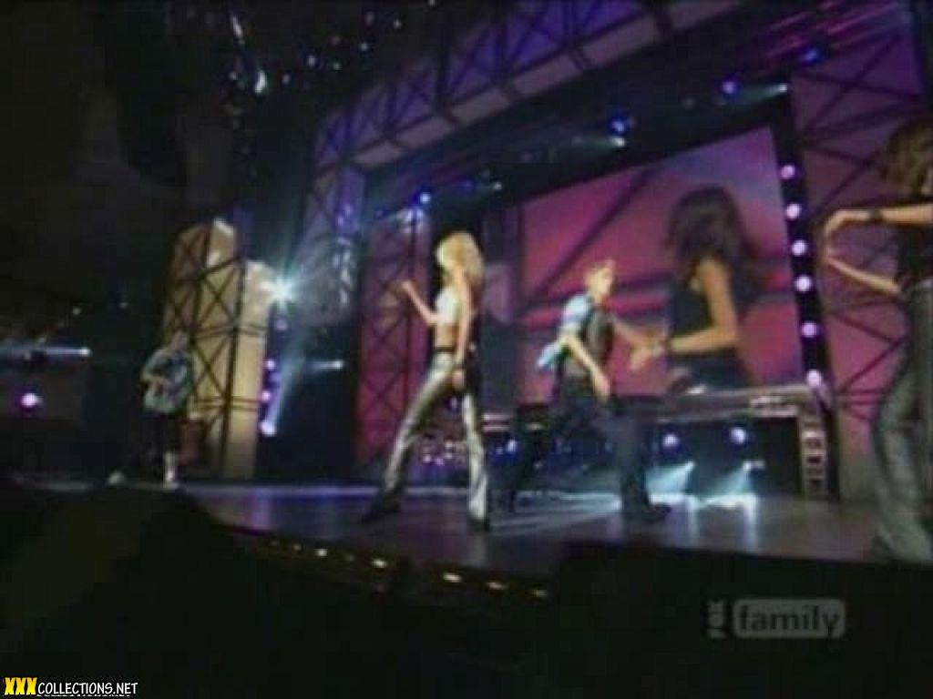 DANCING QUEEN - A-Teens Letra 1999