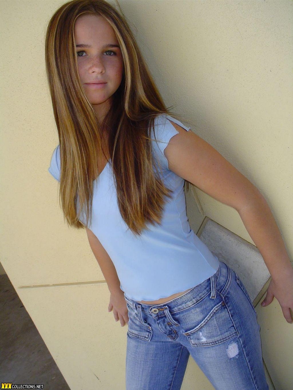 Teen model blue link