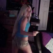 WHITE GURL TWERK FOR IGGY 140516 mp4