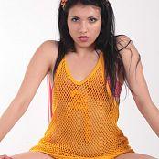 Angela Model Orange Fishnet 049 002