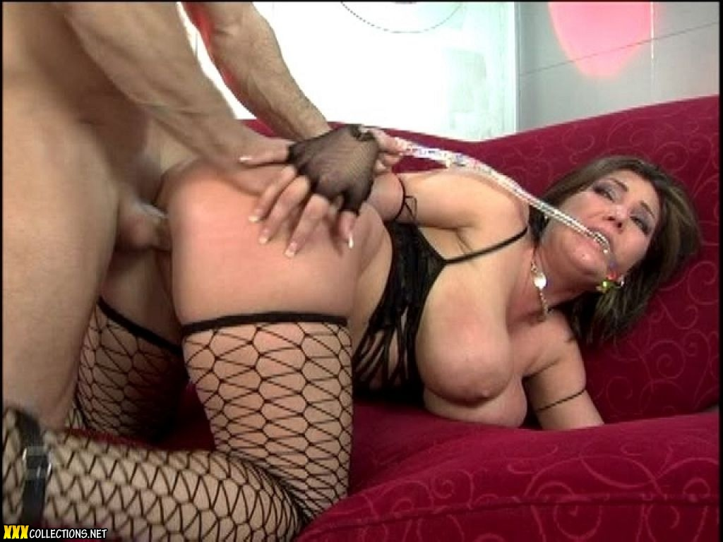 two sexsy girls sleep togther