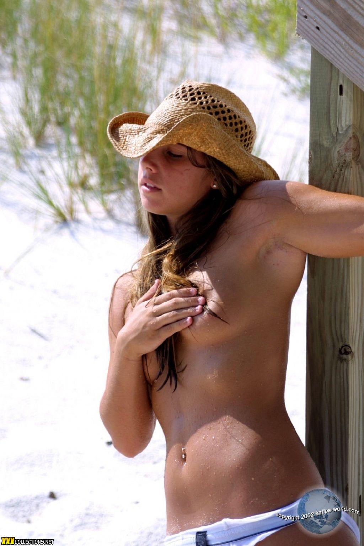 Nude mature voyeur