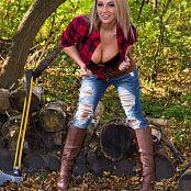 Nikki Sims Lumberjack 001