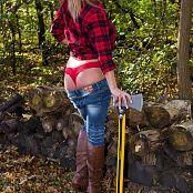 Nikki Sims Lumberjack 003