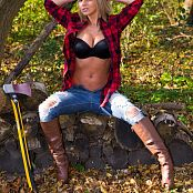 Nikki Sims Lumberjack 004
