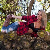 Nikki Sims Lumberjack 006