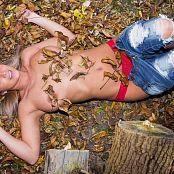 Nikki Sims Lumberjack 009
