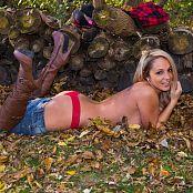 Nikki Sims Lumberjack 010