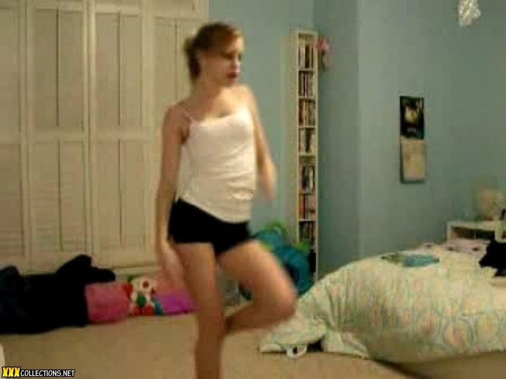 Sexy Hot Teen Girl Dancing in Bedroom - YouTube
