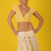Sarah Peachez All Yellow Oliver Klozov Set 02 139