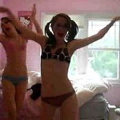 2 Amateur Cuties Dancing In Bedroom Video