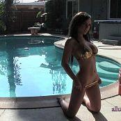 Alluring Vixens 2017 08 01 Aimi Video Bikini Babe 060817 mov