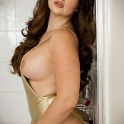 Bailey Jay Gold In The Shower Pics 005