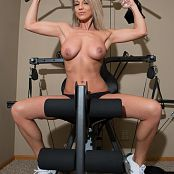Nikki Sims Working Out 229