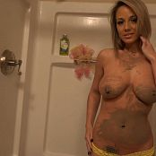 Nikki Sims Hitting The Shower HD Video 101117 wmv