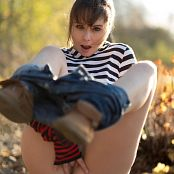 Ariel Rebel Casual Spreads Picture Set 1