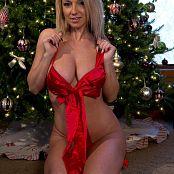 Nikki Sims Merry Christmas 2017 335