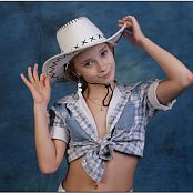 TeenModelingTV Alice Cowgirl Hat Picture Set