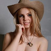 MarvelCharm Rebecca Cowgirl Picture Set