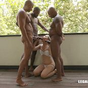 Selvaggia faces four black bulls the result is double anal IV195 300718 mp4