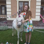 Hannas World Party Time Come Meet Our Unicorn Picture Set