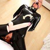 Daynia Latex Huren XXL hole stretch 20 vs 31cm Video 071018 flv