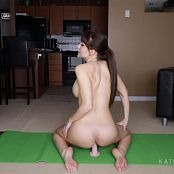 Katie Banks Naked Yoga HD Video 081118 mp4