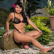 Thaliana Bermudez Deep V-Cut TM4B Picture Set 006